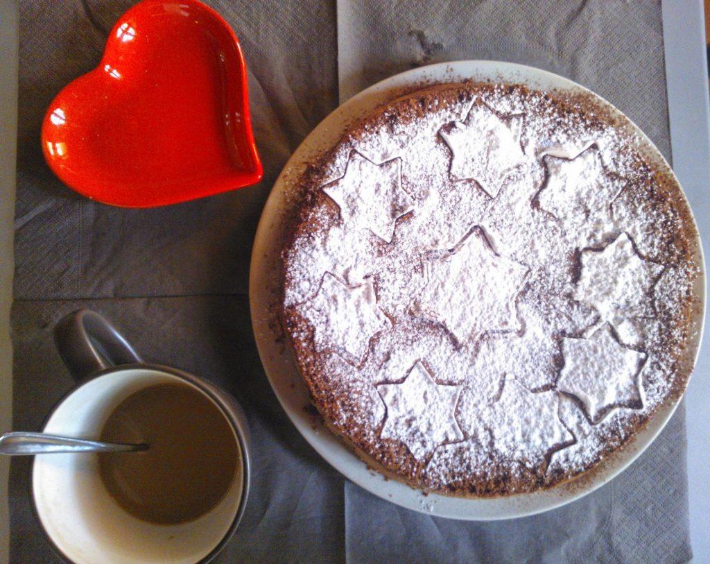colazione con torta al cioccolato