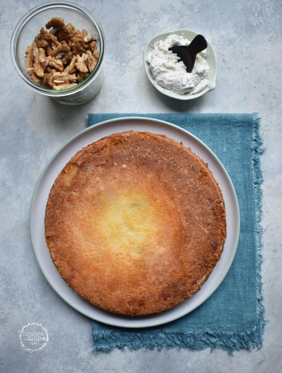 Torta cremosa di ricotta e mele, con noci e cannella
