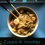 Zuppa di noodles con daikon, germogli di soia e gamberi