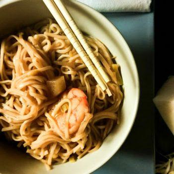 Noodles gamberi e daikon
