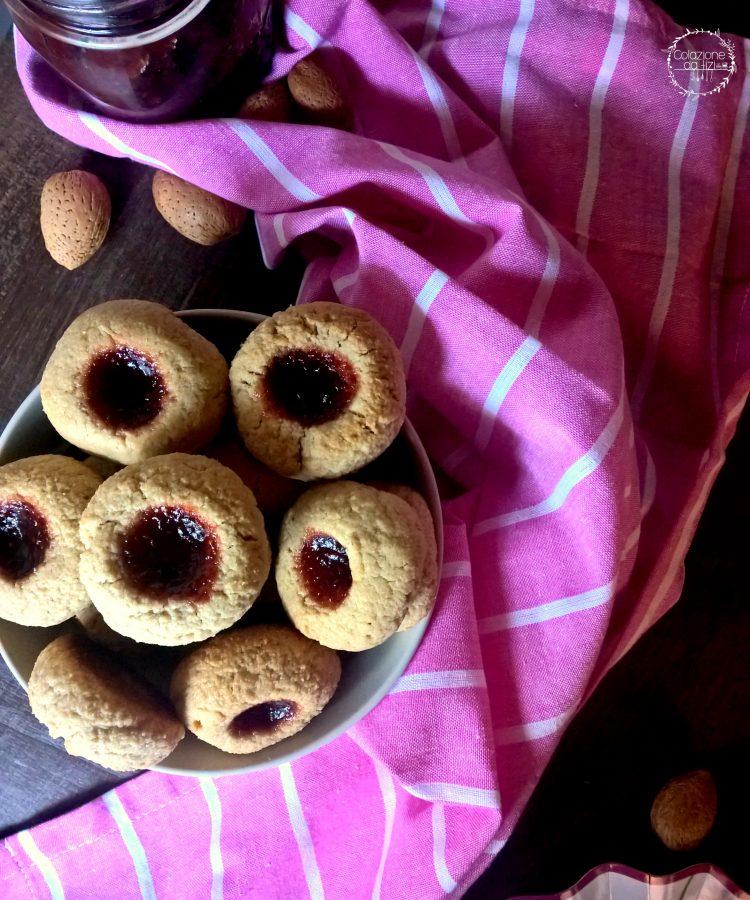 biscotti vegani all'avena mandorle e sciroppo d'acero