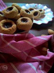 biscotti vegani con mandorle avena e sciroppo d''acero
