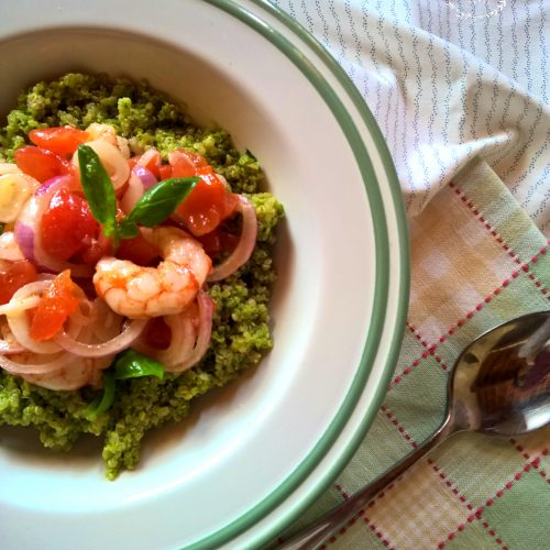 quinoa avocado e gamberi