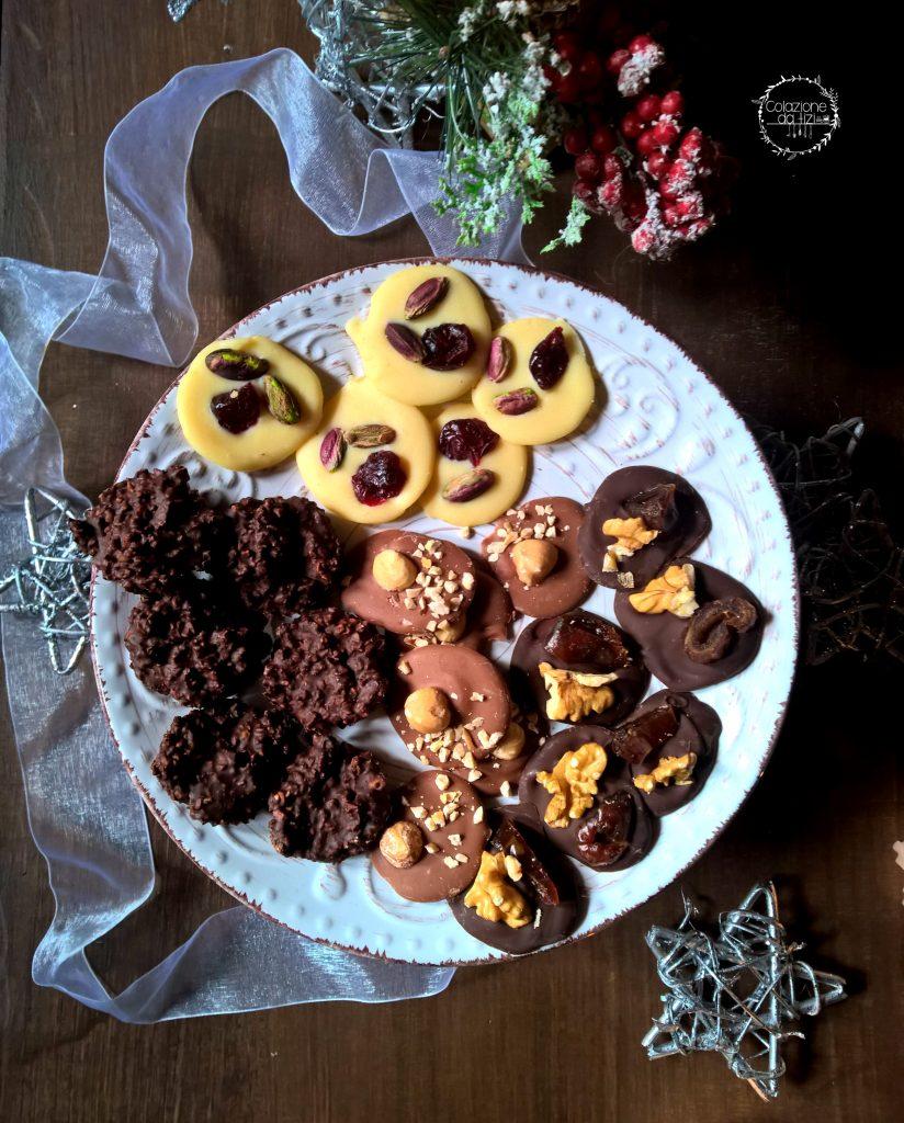 mendiants e cioccolatini mandorle fondente