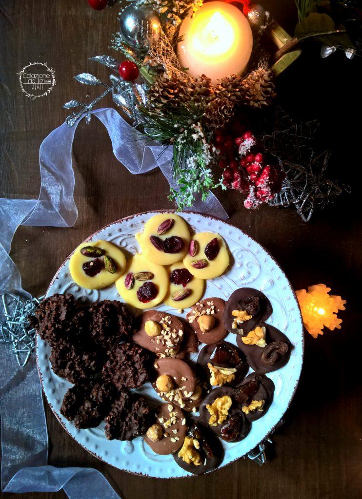 mendiants e cioccolatini mandorle e fondente
